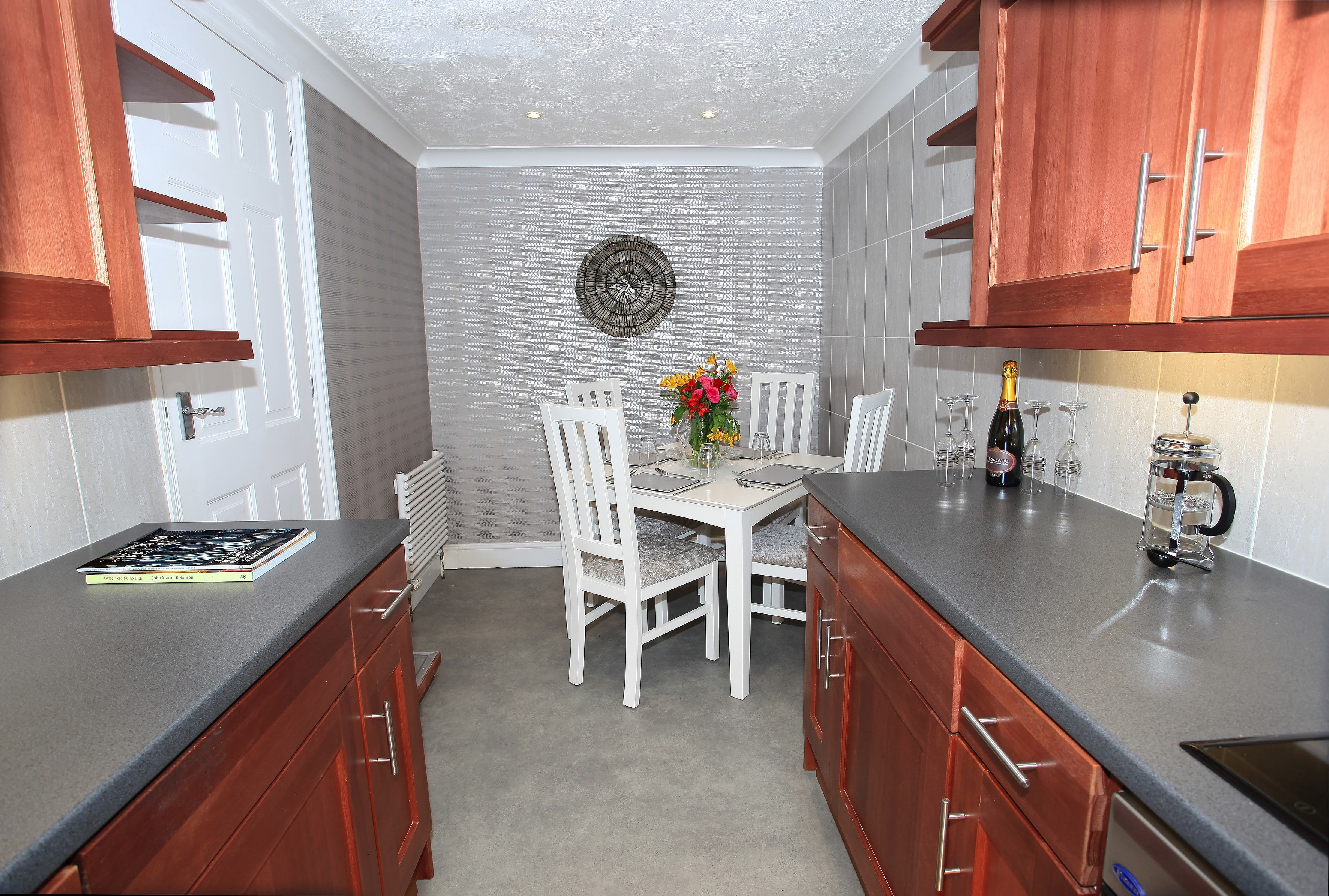 Suite9_kitchen2.jpg